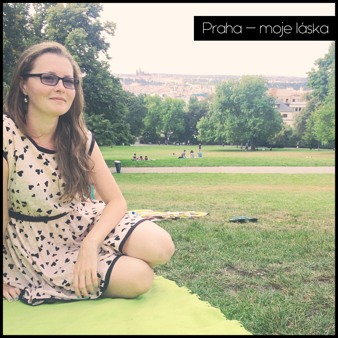 Praga parkami stoi