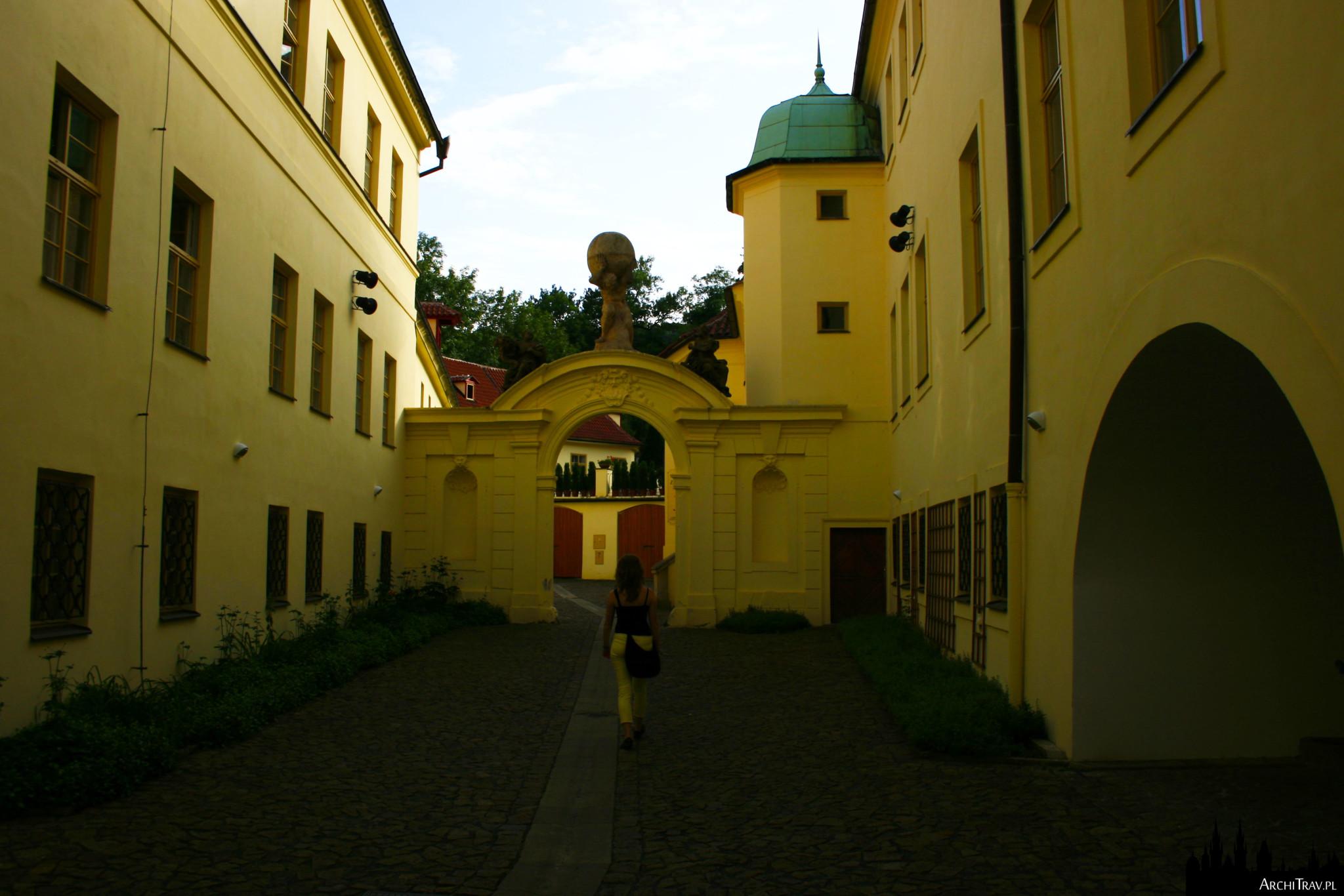 wejście do Ogrodu Vrtbowskiego, Praga
