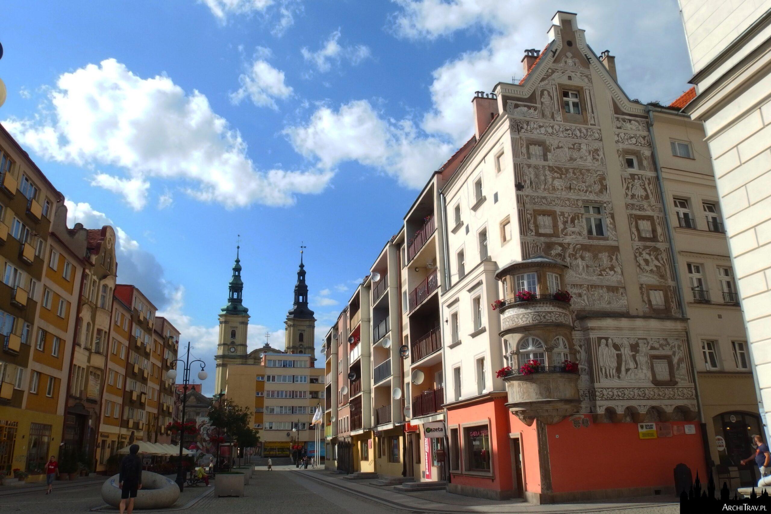 widok na część Rynku, po prawej Dom pod Przepiórczym Koszem, Legnica