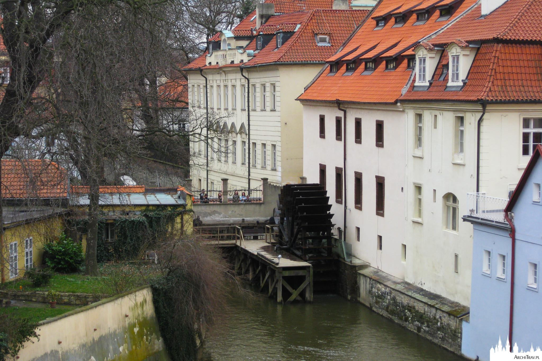 Kampa w Pradze, widok na Młyn Wodny i mostek